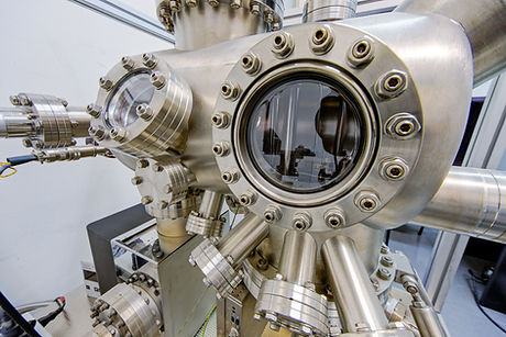 Macchinari in un laboratorio di fisica