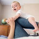 Mère, équilibre, bébé, jambes