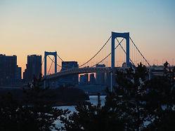 夕暮れ時の橋