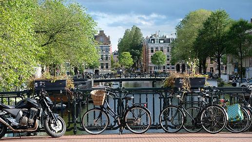 Geparkeerde fietsen Amsterdam