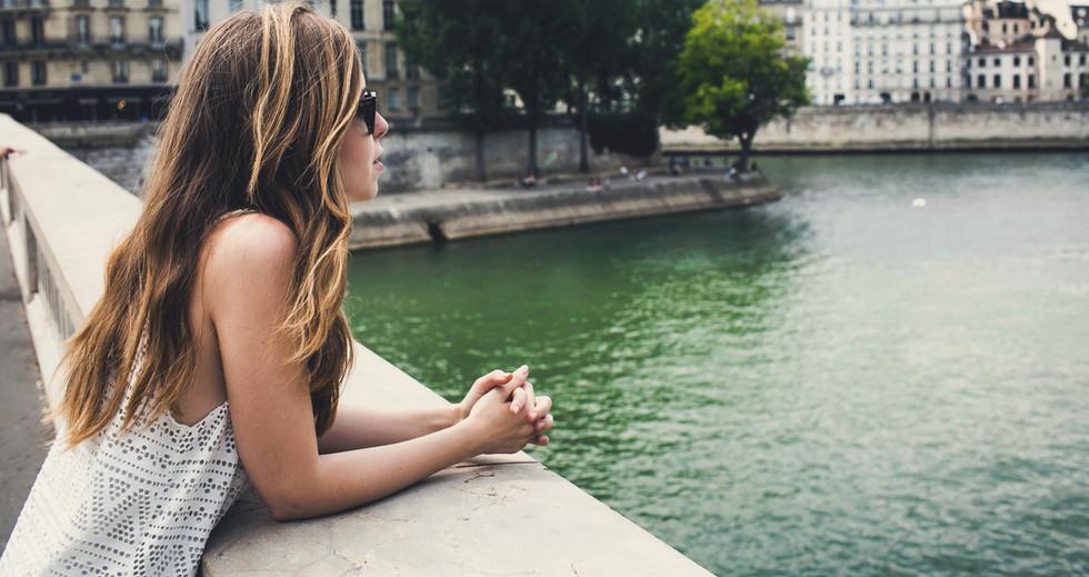 Mirando al río