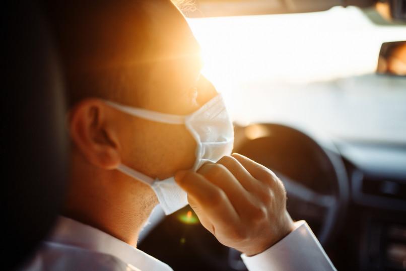 El hombre con la máscara
