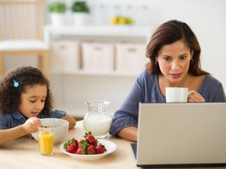 Muchos padres que trabajan temen perder el trabajo o ser penalizados durante la pandemia de Covid19