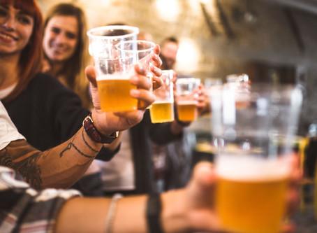 ממה נובעת האשמת הקורבן והאם שתיית אלכוהול בקרב נערים ונערות נתפסת באותו האופן?
