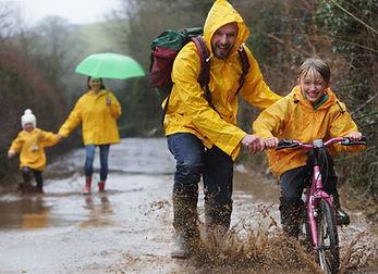 S'amuser sous la pluie