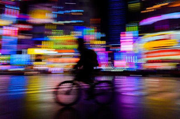 Passeio noturno de bicicleta