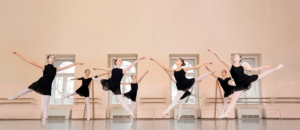 רקדנים ורקדניות בלט
