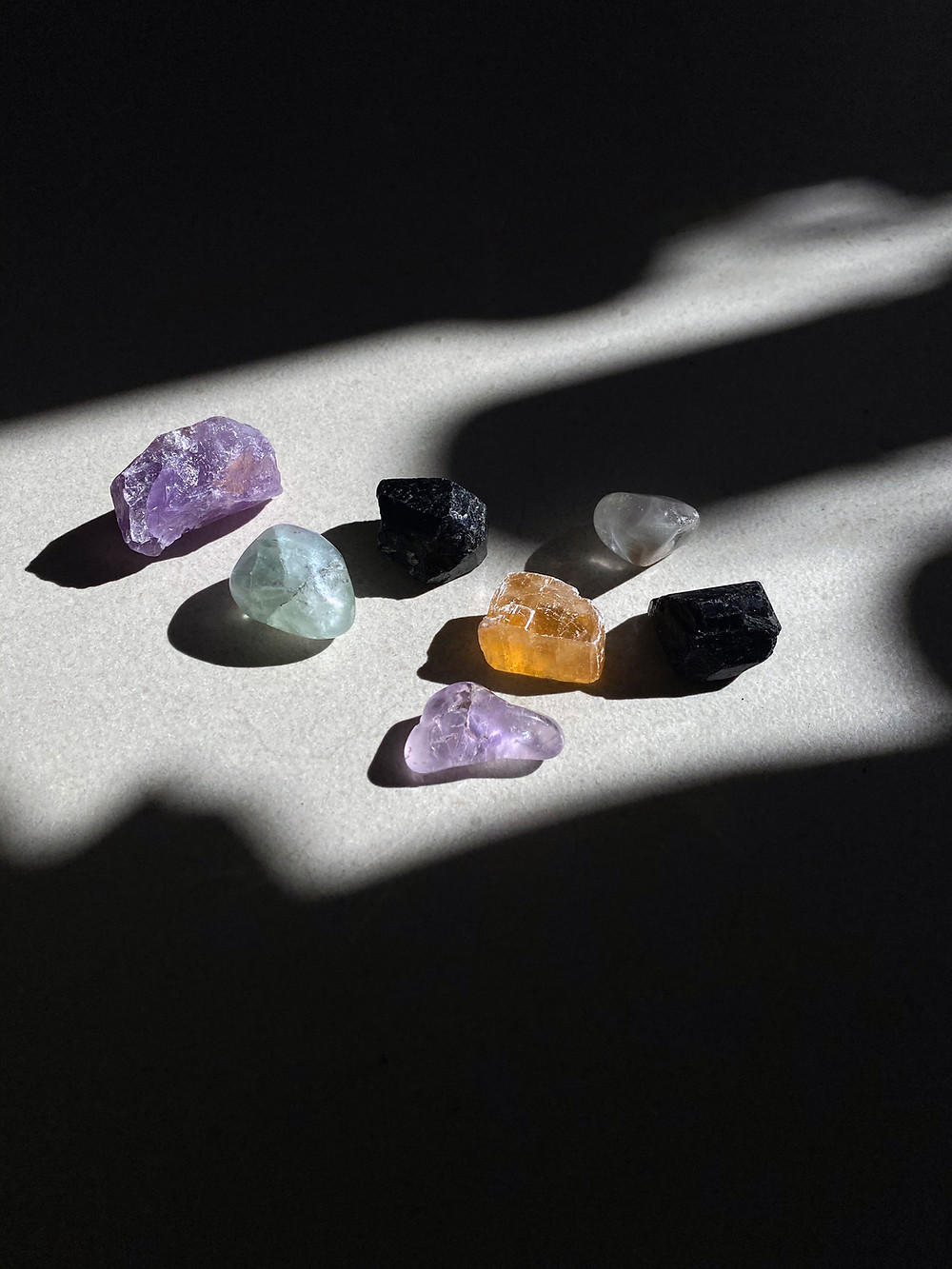 8 qualities to be a true hippie; healing crystals