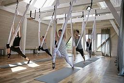 Cours de yoga volant