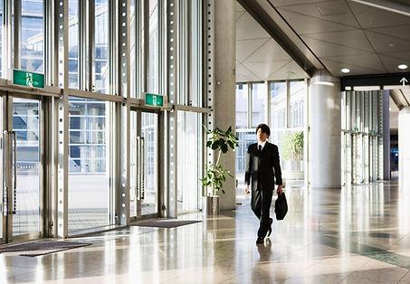 Ankunft zur Arbeit als Hinweis auf die Fachanwaltschaft Arbeitsrecht von Rechtsanwalt Ottmar Brand