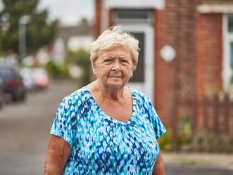 80 yaş üstü akut omurga hastalıkları olanlar için cerrahi uygun bir tedavi seçeneği midir?