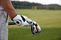 Tenir des clubs de golf