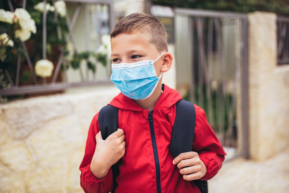 El ministro de Educación, Stephen Lecce, defendió la decisión de no hacer obligatoria la vacunación COVID-19 para los niños y el personal escolar.