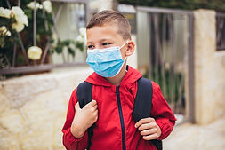 Student mit Maske