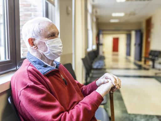 Ontario alivia más restricciones en los hogares de cuidados a largo plazo