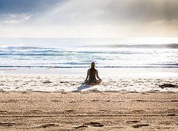 Méditer sur la plage