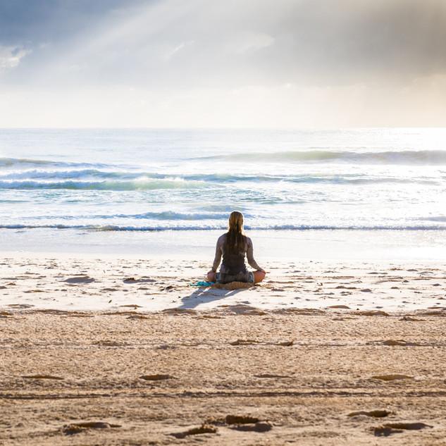 ビーチに瞑想