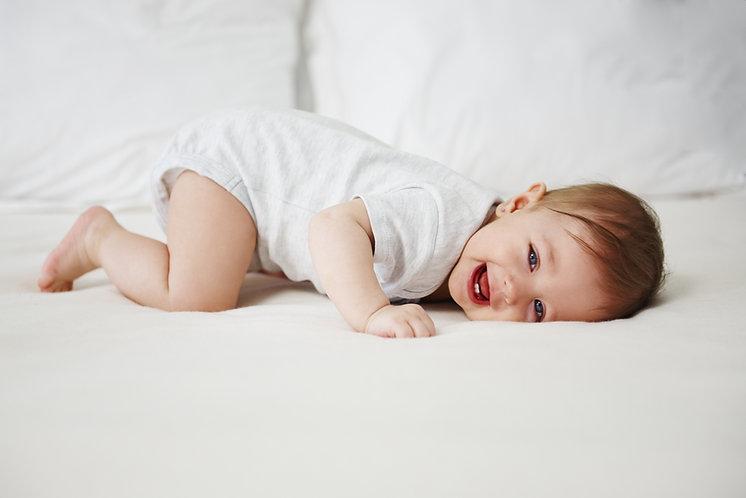Bebè sul letto