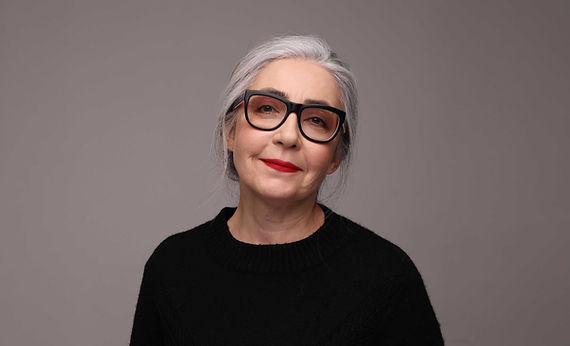 Mujer mayor, con, anteojos