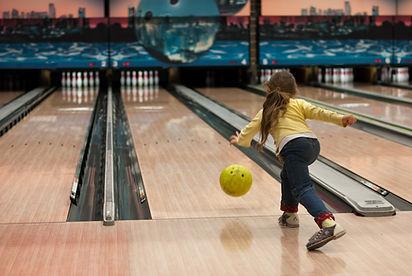 Kinder Bowling