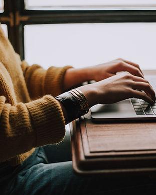 Lavorando con il computer portatile
