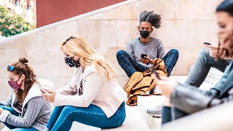 Máscaras e telefones celulares