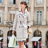 Femme avec sac de shopping