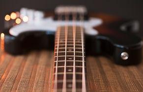 ベースギター弦のクローズアップ表示