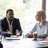 ¿Qué diferencia a la estrategia empresarial de la motivación?
