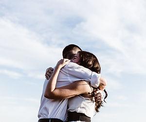 Christel AUDIBERT: certifiée en hypnose, EFT, PNL et thérapie brève accompagne les couples.