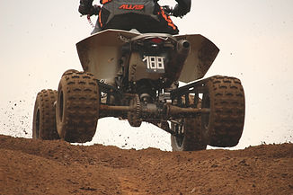 Квадроцикл на грязи