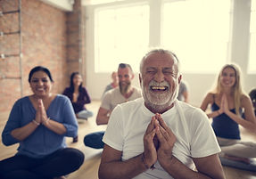 Lachyoga Sport im Park Stadthagen Meditation Yoga Coaching Hypnose
