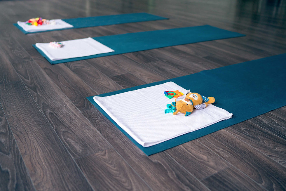 Yogamatten und Spielzeug