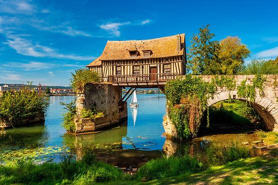 Haus auf einer Brücke