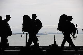 Silhouette de soldats