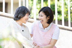 介護イメージ シニア女性と介護士