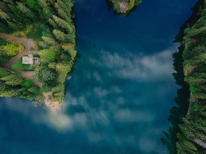 Luftaufnahme des Flusses