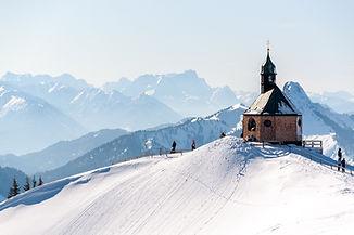 Église sur une montagne