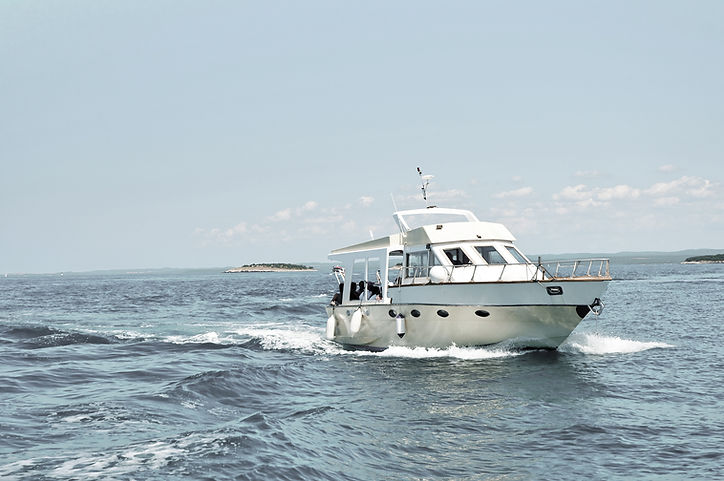 Motorboot im Meer