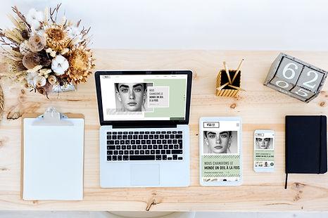 Unternehmer Schreibtisch mit Laptop, Tablet, Handy