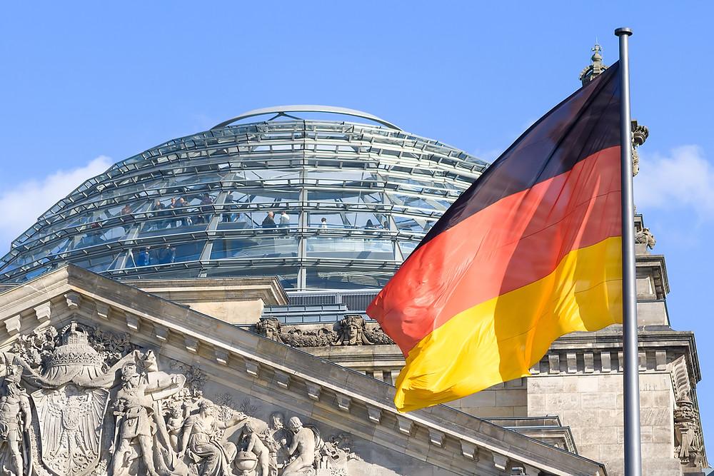Reichstag als Symbol der Demokratie, die ohne gute Schule schwächer und gefährdet wird, weil sie kritisches Denken braucht.