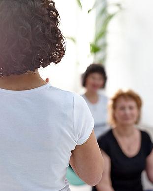 Vrouw geeft workshop