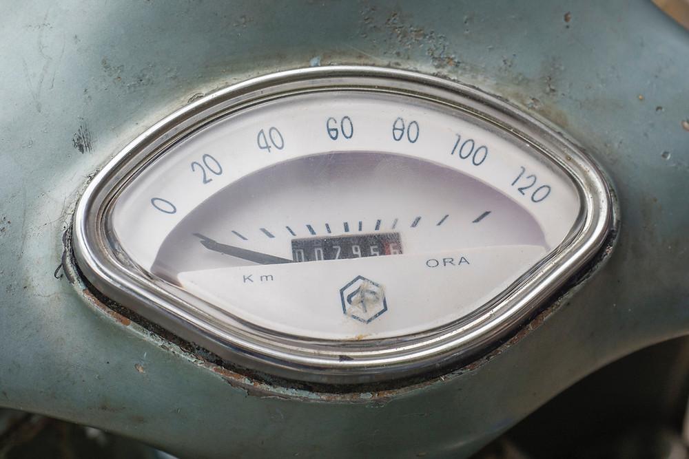 Symbolbild Tachometer