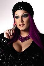 Drag Queen con cabello morado