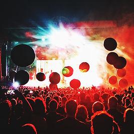 Foule de concert illuminée