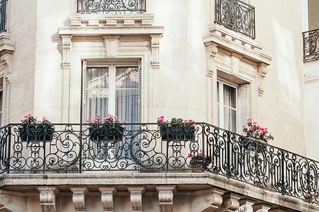 Balcon d'un immeuble parisien