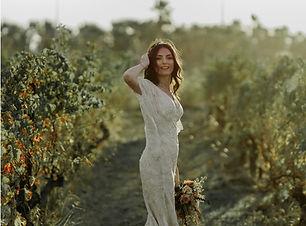Schöne Braut in der Natur