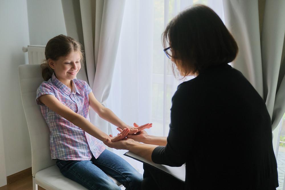 אילוסטרציה של ילדה בטיפול פסיכולוגי בירושלים