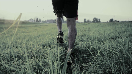 Man Running i Field