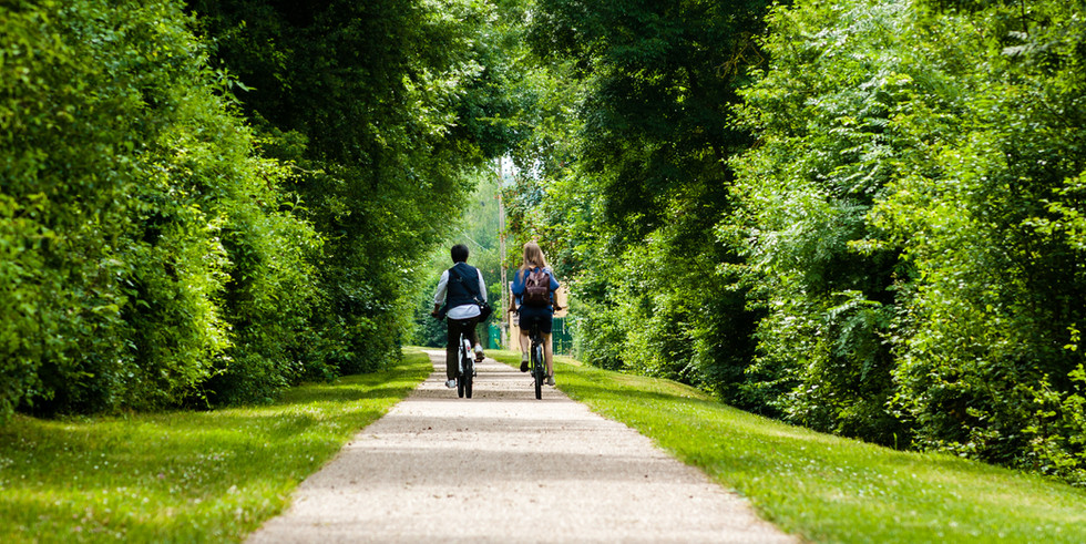 À vélo sur le Canal de Nantes à Brest